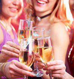 Празднование с шампанским