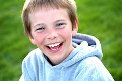 улыбающийся ребенок