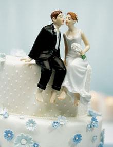 Свадебный торт с женихом и невестой